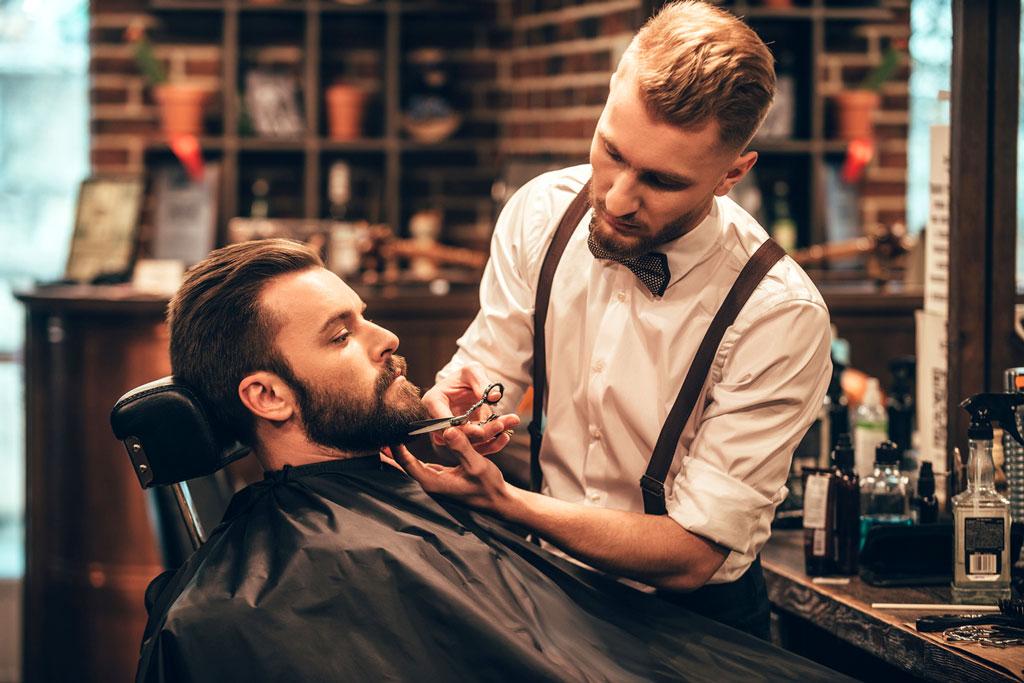 Bartpflege professionell beim Barbier