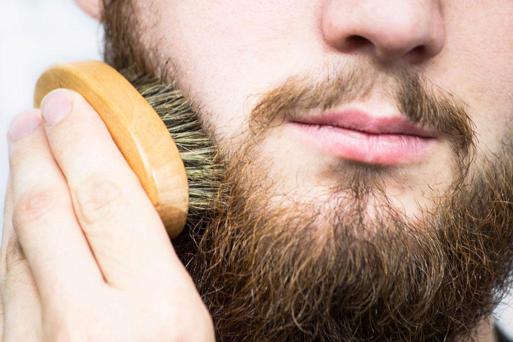 Bartpflege mit der Bartbürste