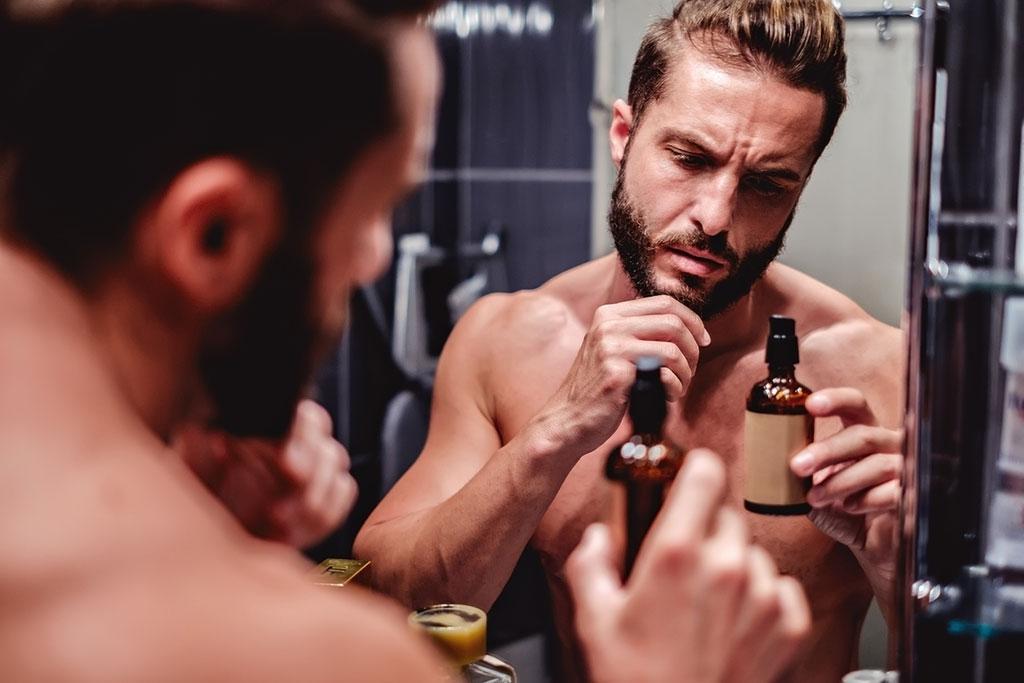 Bartöl hält die Haut unter dem Bart weich und geschmeidig